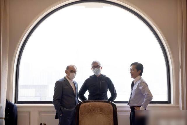 梁朝伟刘德华新片杀青,2人同框曝新造型,一晃20年引回忆杀
